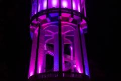lilába burkolt épületek koraszülöttek világnapja, lila színnel figyelem felhívása_Debrecen Nagyerdei Víztorony